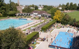 In the Sandford park you can find 3 heated pools.